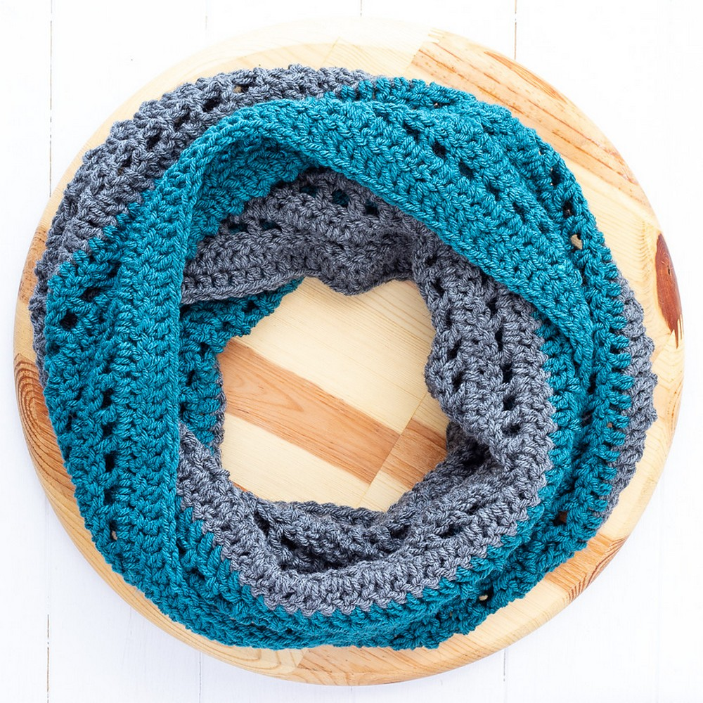 Free Crochet Color Blocked Infinity Scarf
